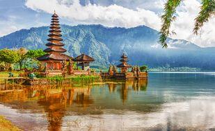 Templo Pura Ulun Danu en el Lago Beratan. Bali